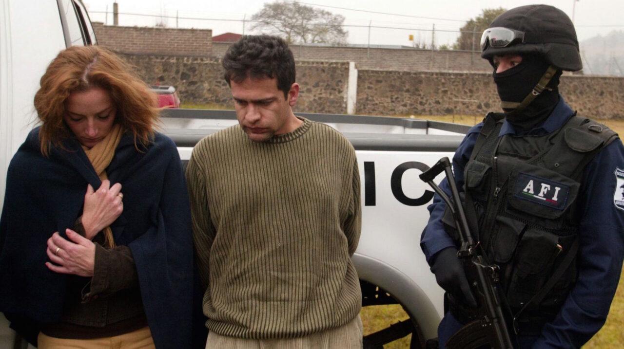 MEXICO, D.F., 09DICIEMBRE2005.- Florence Cassez, de origen francés y un hombre desconocido, fueron detenidos  durante un operativo de los AFI. En lugar de los hechos se encontraron a tres personas secuestradas entre ellos un niño de 8 años. La casa se en encuentra en el Rancho Las Chinitas Km. 29 de la México-Cuernavaca. FOTO: Pedro Marrufo/CUARTOSCURO.COM