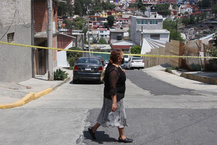 Trabajos de búsqueda de evidencia y de cuerpos continúan en la casa del feminicida de Atizapán.